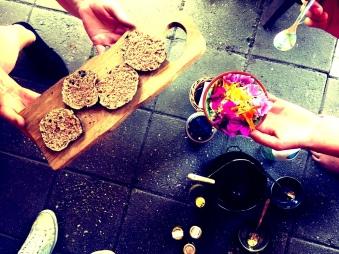 broodjes met eetbare bloemen (2)